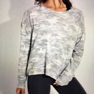 Onzie Camouflage Sweater High Low Long Sleeve S/M